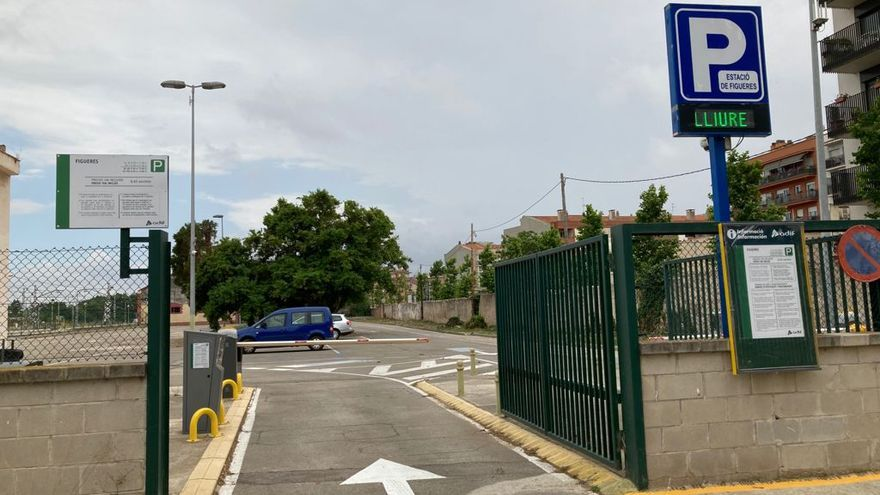 El pàrquing de l'estació de tren de Figueres reobre després de sis anys