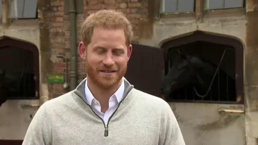 El príncipe Harry y Meghan Markle, padres de un niño