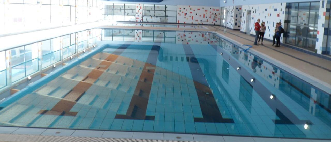 El Campello reactiva el concurso para abrir la piscina y anuncia su desbloqueo para junio