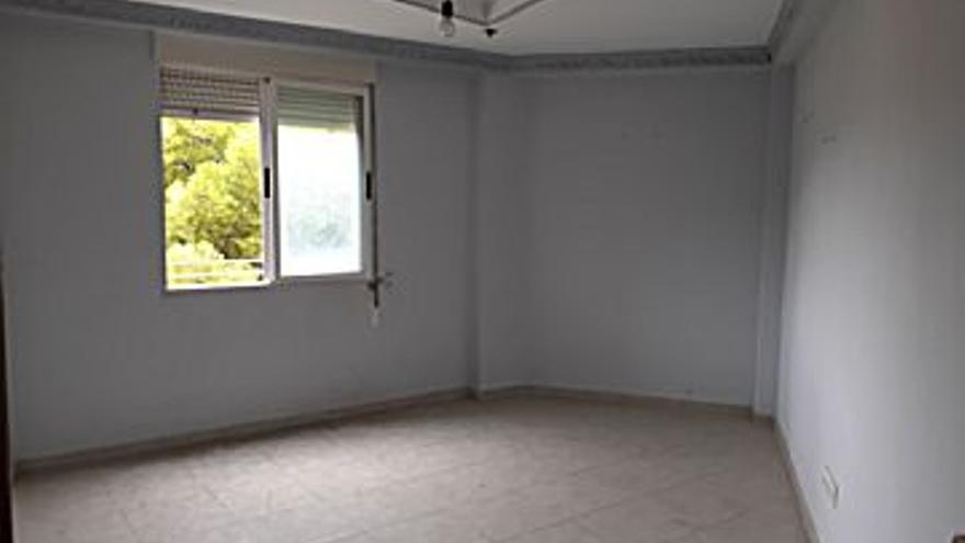 58.100 € Venta de piso en Oliver-Valdefierro (Zaragoza) 65 m2, 3 habitaciones, 1 baño, 894 €/m2...