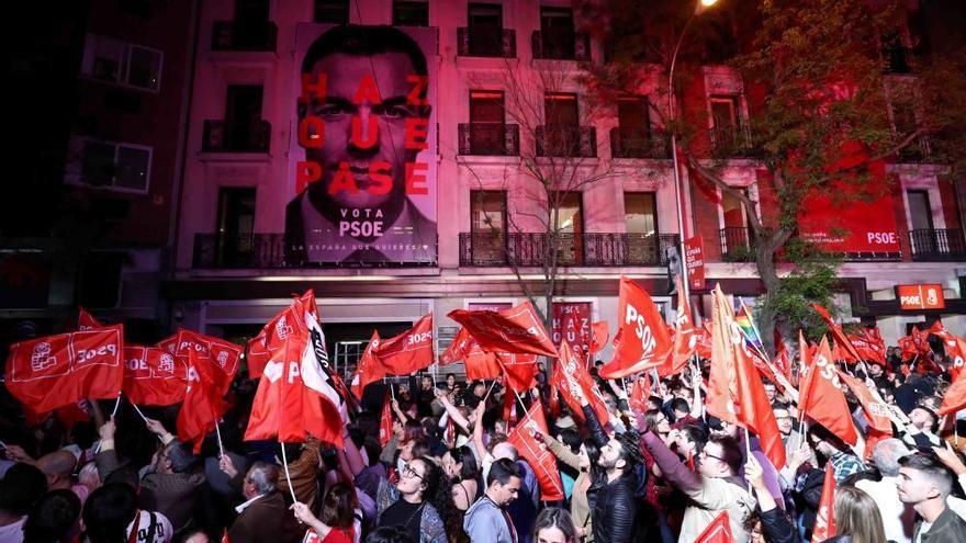 Sozialisten Wahlsieger, Volkspartei bricht ein, Vox im Parlament