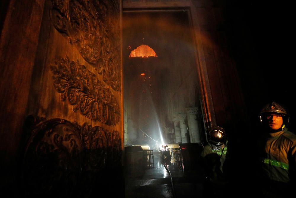 Grave incendio en la catedral de Notre-Dame