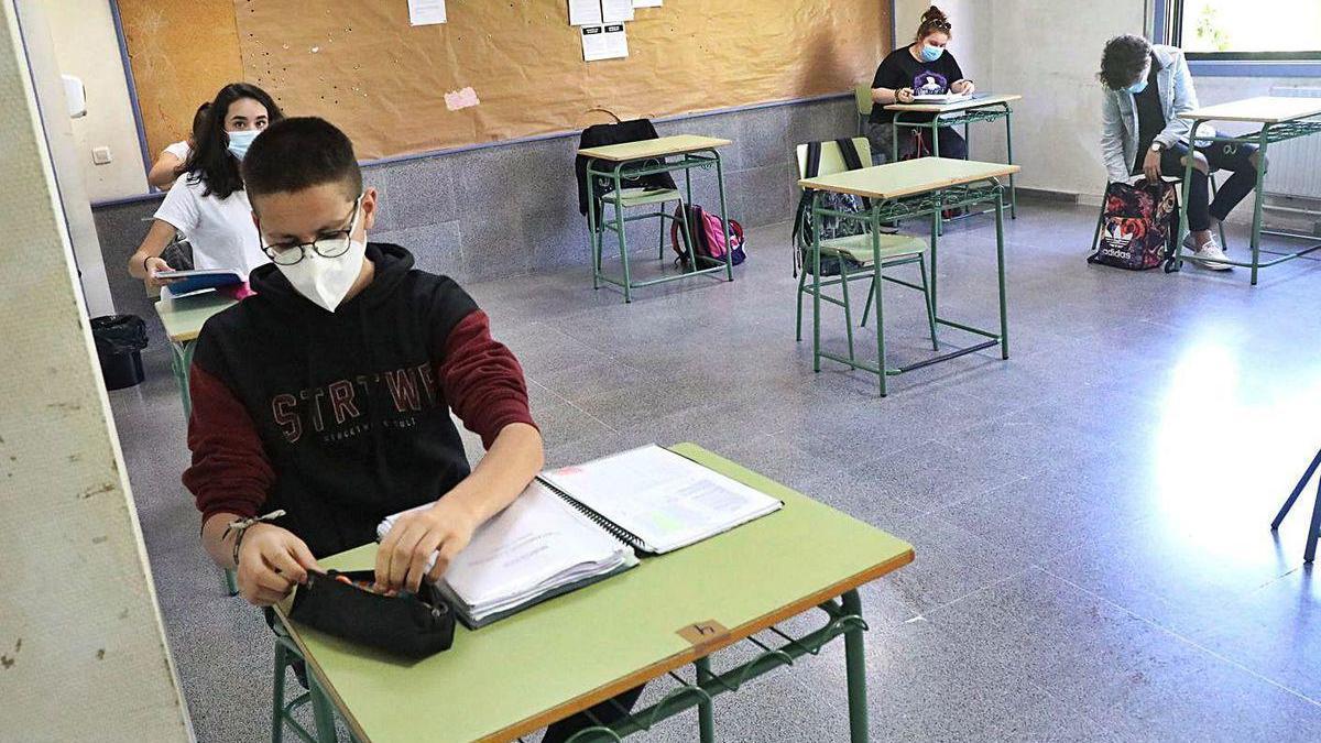 Alumnos de Bachillerato que regresaron este curso a clase para preparar selectividad.