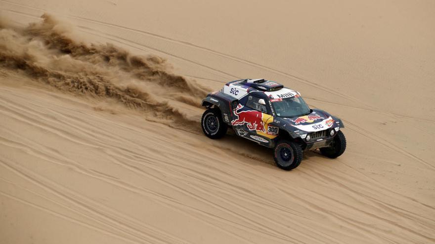 Al-Attiyah gana la etapa del Dakar y se queda a 15 minutos de Peterhansel