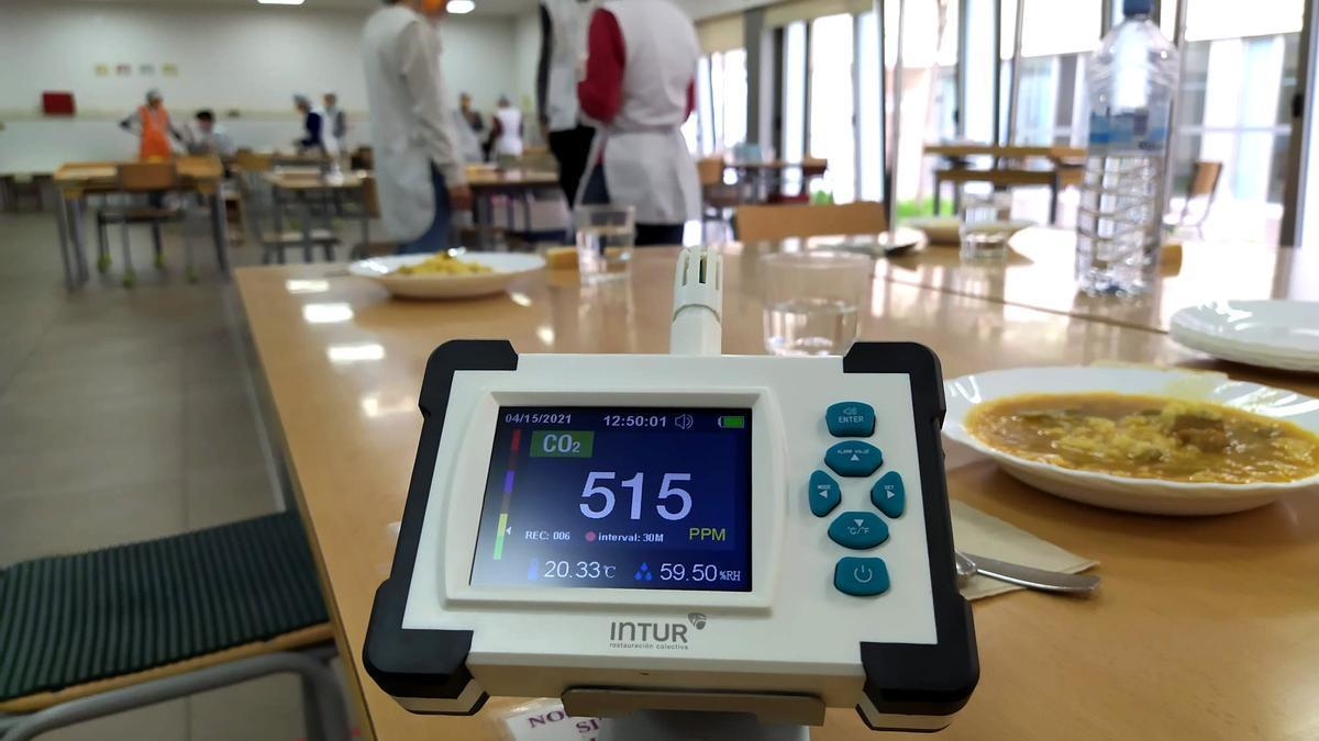 Sensor de medición de CO2 en un comedor escolar de Intur Restauración Colectiva.