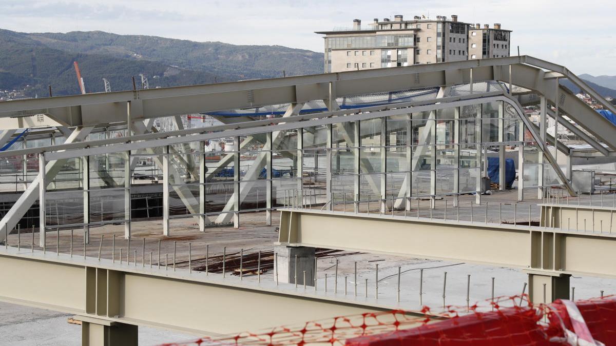 Ceetrus finaliza el montaje de la estructura del edificio diseñado por Thom Mayne. // J. Lores