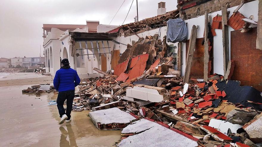 Vivienda afectada en Dénia por el fuerte oleaje provocado por el temporal Gloria hace dos años. | ALFONS PADILLA