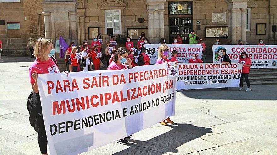 """Manifestación de Ayuda a Domicilio bajo el lema """"Cos Coidados non se negocia"""""""