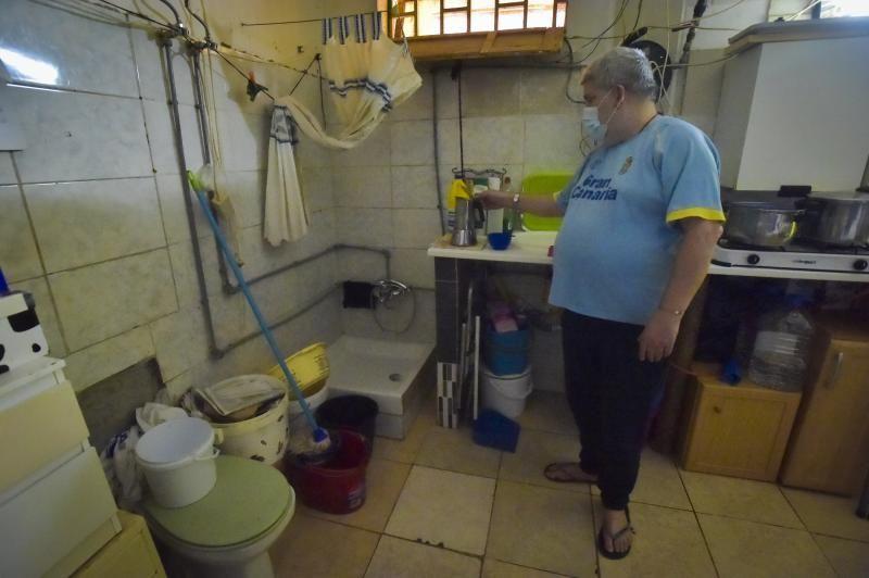 Una familia que vive en un aljibe