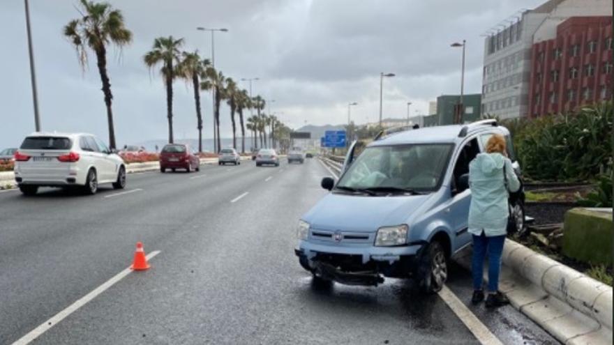 Aparatoso accidente en la Avenida Marítima de la capital grancanaria (8/03/2021)