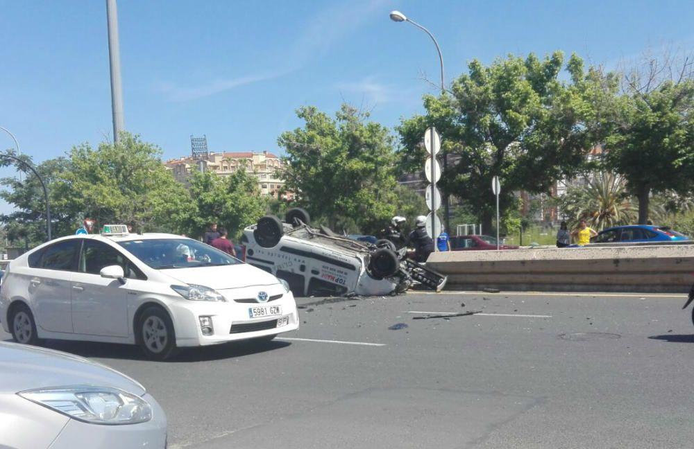 Una mujer muere en un aparatoso choque con un conductor ebrio en València