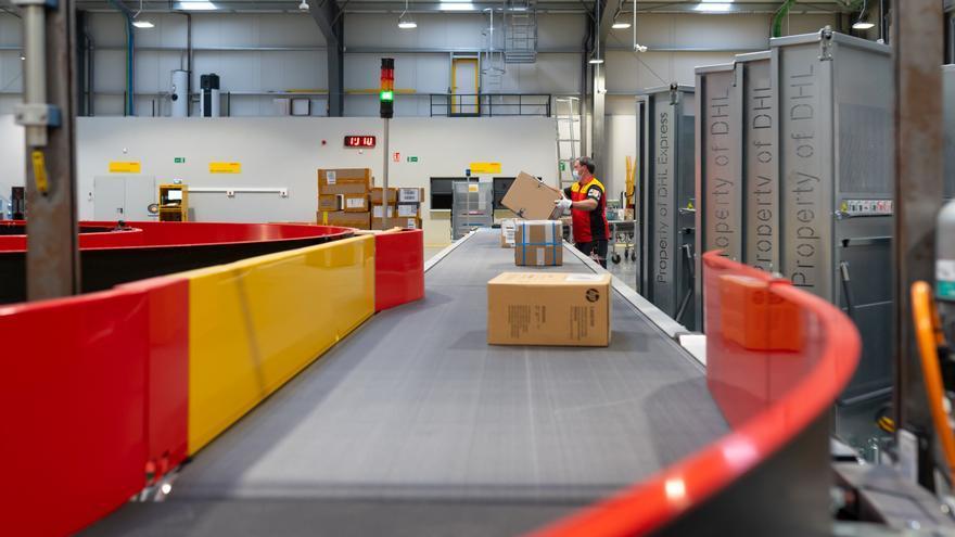 DHL abre en Zaragoza un centro de paquetería urgente tras invertir 4,7 millones