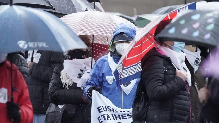 Más de la mitad de los presos de ETA han sido acercados ya al País Vasco