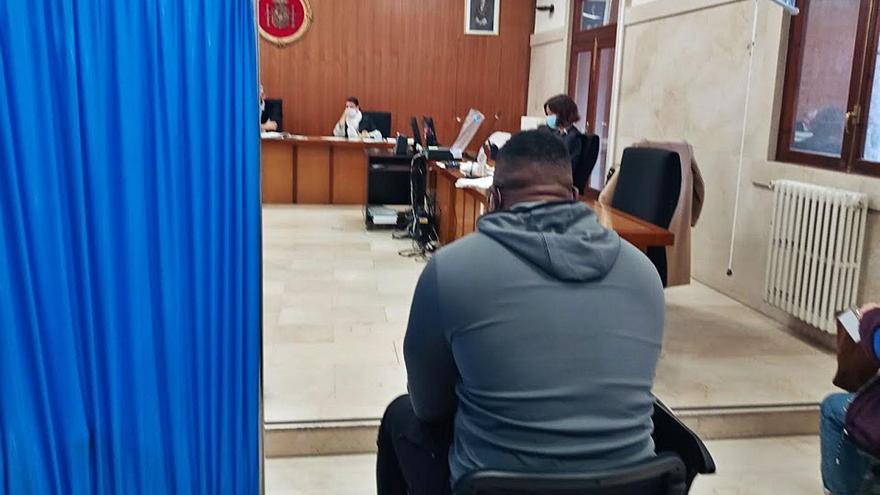 La fiscal pide 18 años a un hombre por pagar sexo con menores tuteladas