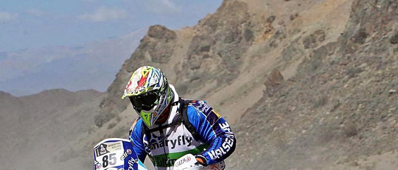 Peñate, con su KTM durante el Dakar de 2014, celebrado en Sudamérica.     LP/DLP