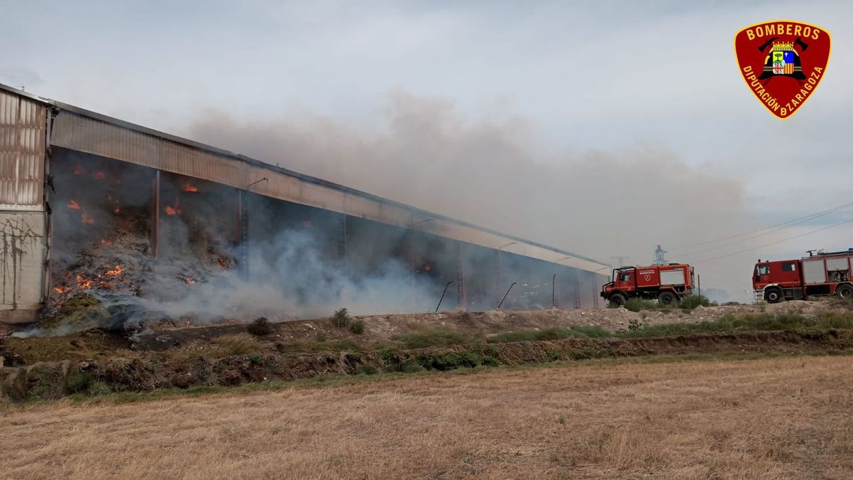 Arden tres naves en la cooperativa agraria de Tauste