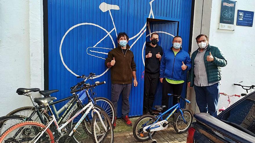 Donación de cuatro bicicletas al Col·lectiu Soterranya