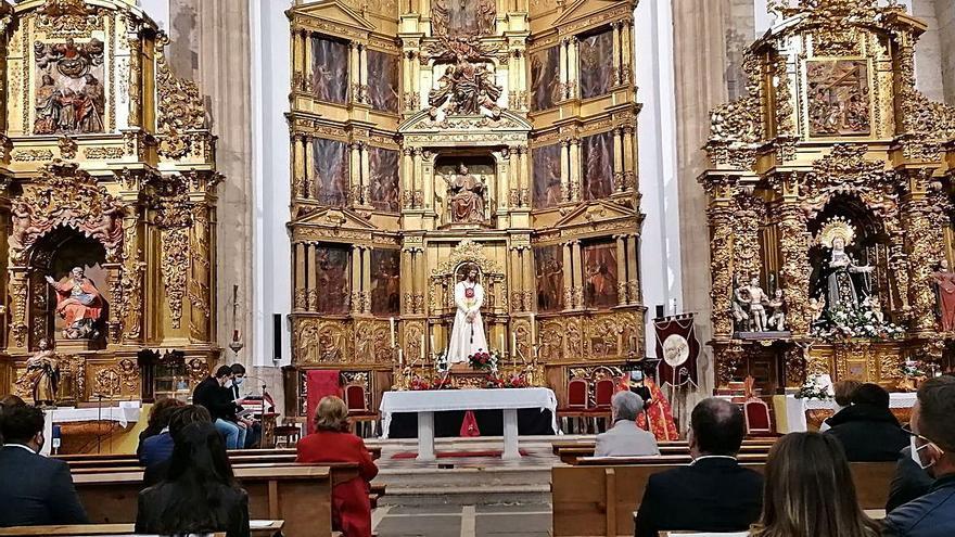 """Toro venera al Cristo de la Misericordia con """"Escenas de Pasión"""""""