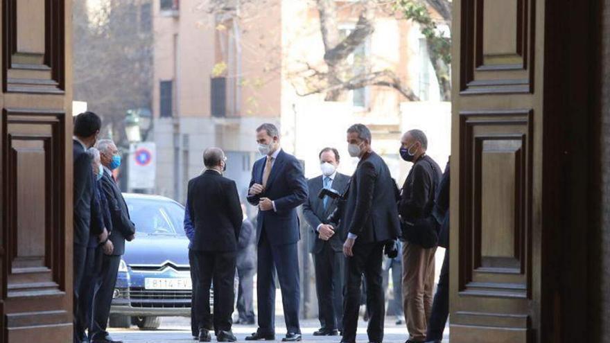 Felipe VI anima a las empresas a redoblar esfuerzos para iniciar la recuperación