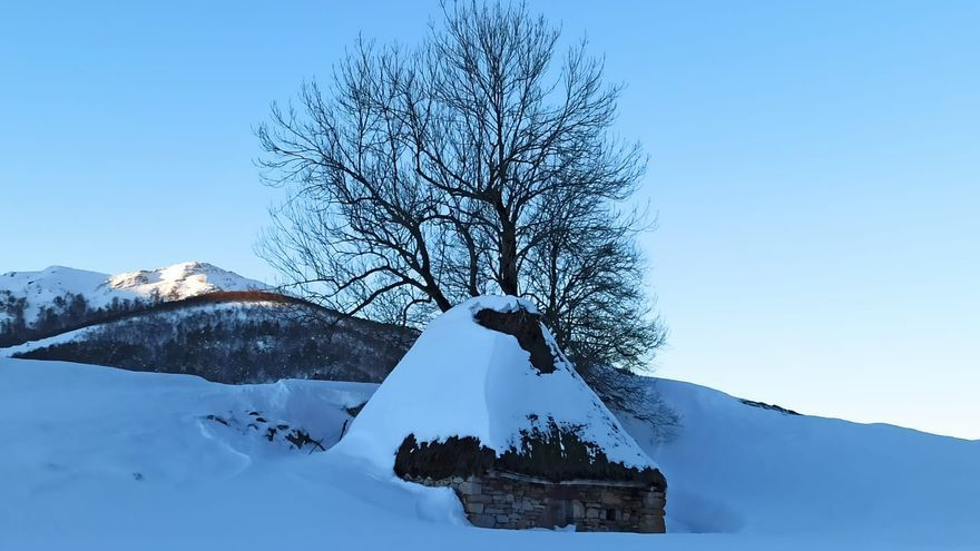 Impresionante postal nevada en las brañas de Somiedo