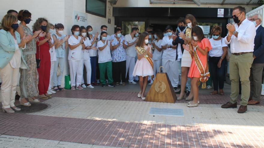 Sentido homenaje de Benicàssim a los sanitarios de su centro de salud