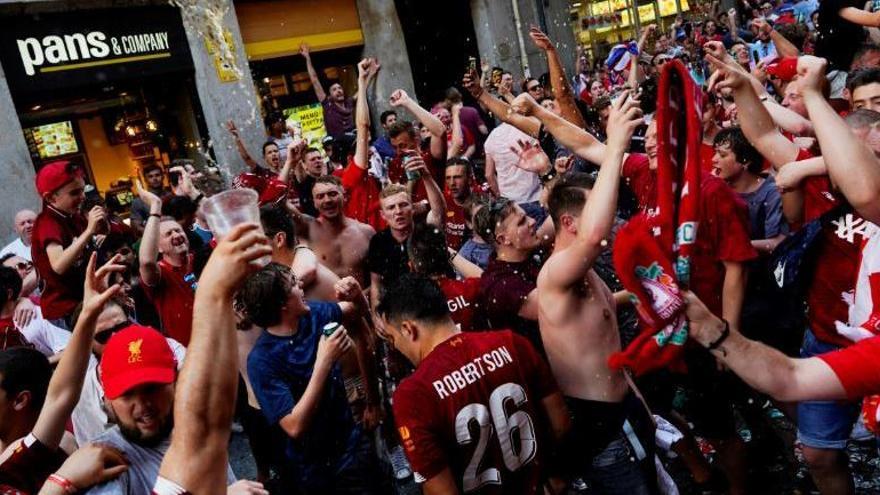 Detinguda per vendre dues entrades falses de la Champions per 8.400 euros