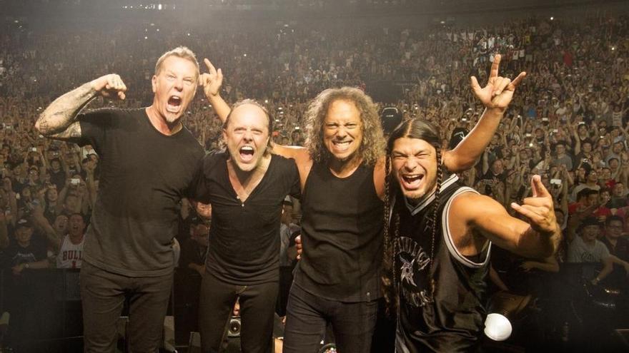 """El Ayuntamiento de Gijón evalúa traer en concierto el próximo verano a """"Metallica"""" o a """"Guns N'Roses"""""""