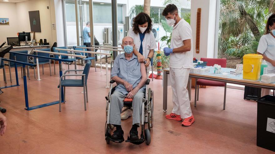 Vacunación en residencias en Ibiza: «No tengo miedo al virus»