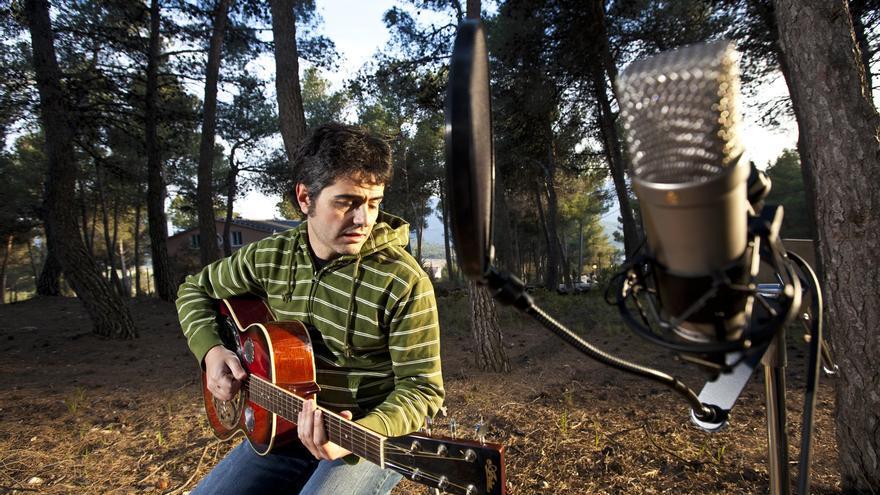 Jesús Lara pone música a poemas de autores emergentes