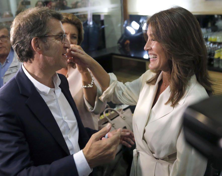 25S. Alberto Núñez Feijóo celebra con su novia, Eva Cárdenas, los resultados de las elecciones gallegas