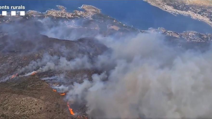 El foc del Cap de Creus vist des de l'helicòpter dels Agents Rurals