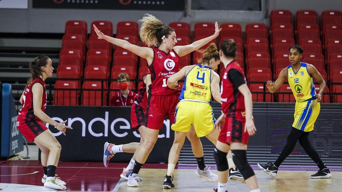 La jugadora, defendiendo la pasada temporada con el Casademont Zaragoza