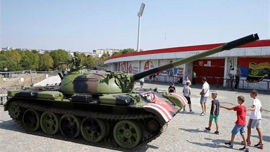 Polémica en Belgrado por usar un tanque para animar al Estrella Roja