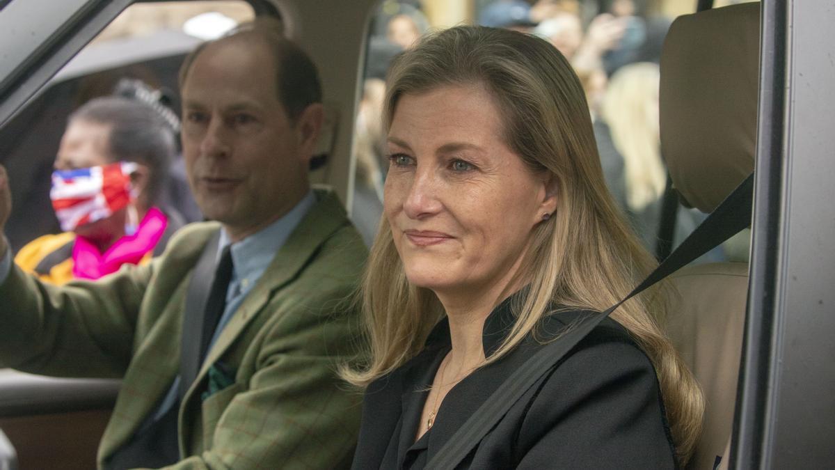 La condesa de Wessex y el príncipe Eduardo a su salida del Castillo de Windsor