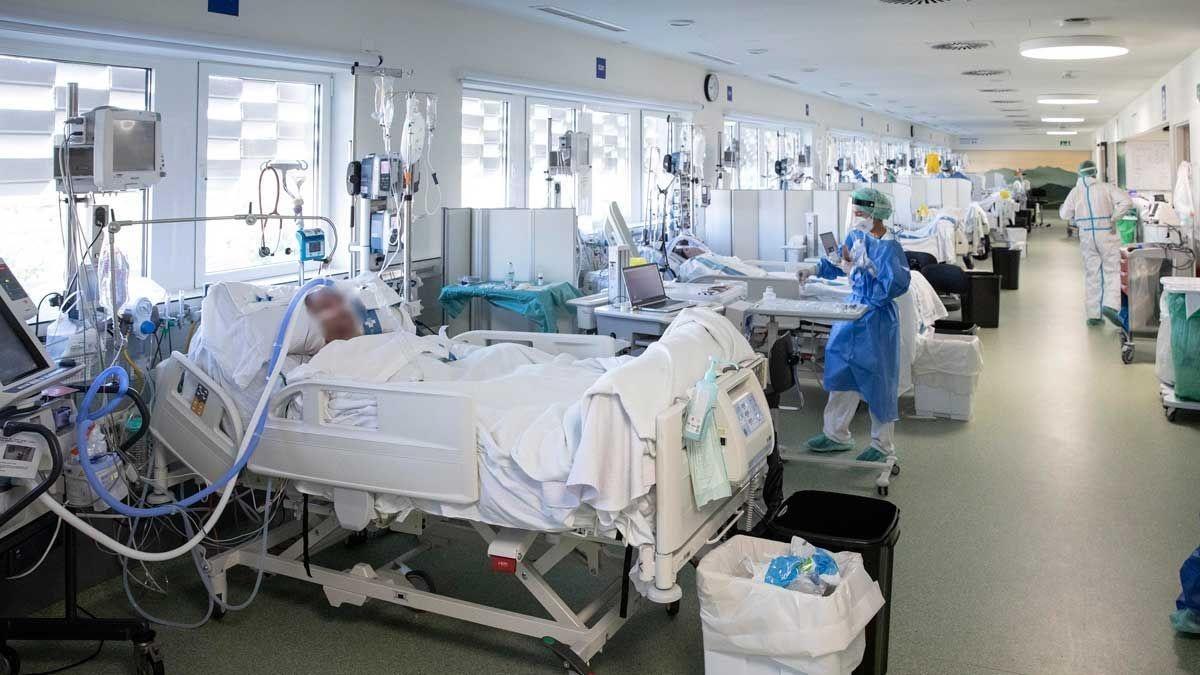 Una uci de pacientes con covid.