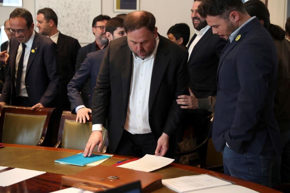 Los parlamentarios presos por el 'procés' se acreditan en el Congreso y el Senado bajo supervisión policial.