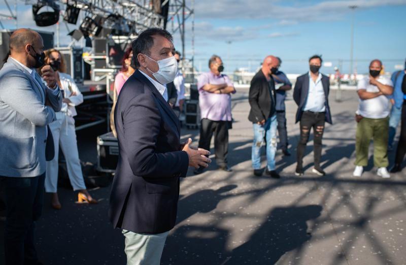 Reunión con catorce productores artísticos de las Fiestas de Mayo de Santa Cruz
