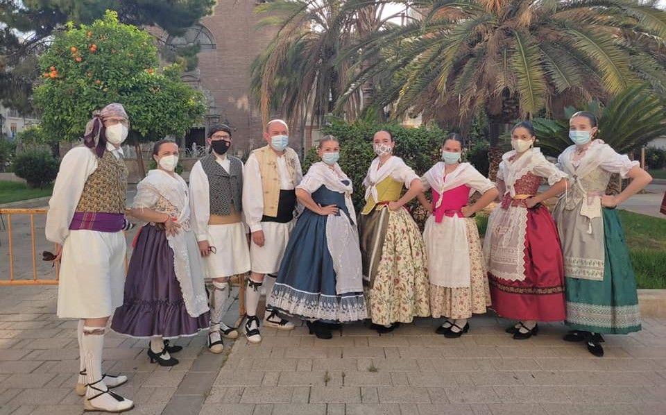 Grupo de baile de Ramiro de Maeztru-Humanista Furi� en la dans� del mar�timo.jpg