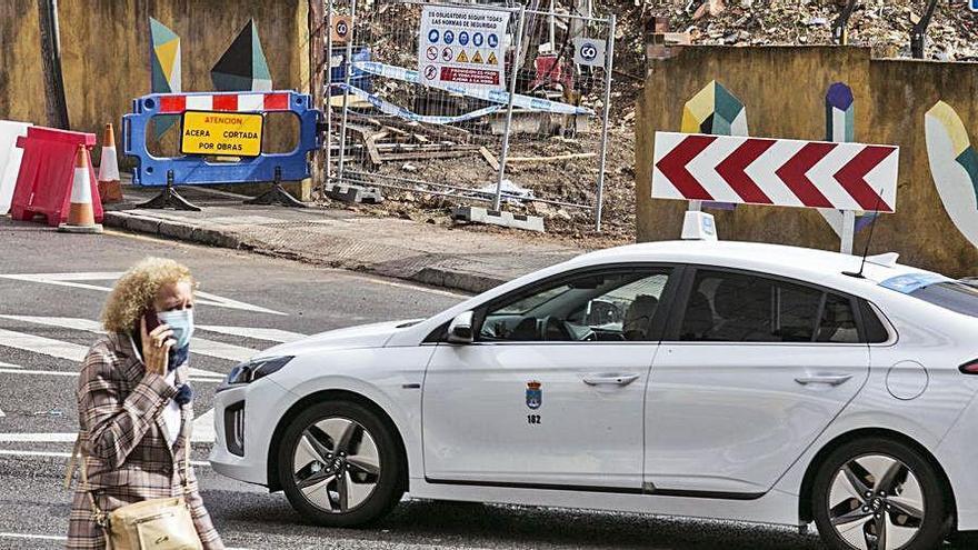 Los taxistas evitan Ciudad Naranco por el atasco que causan las obras de Nicolás Soria