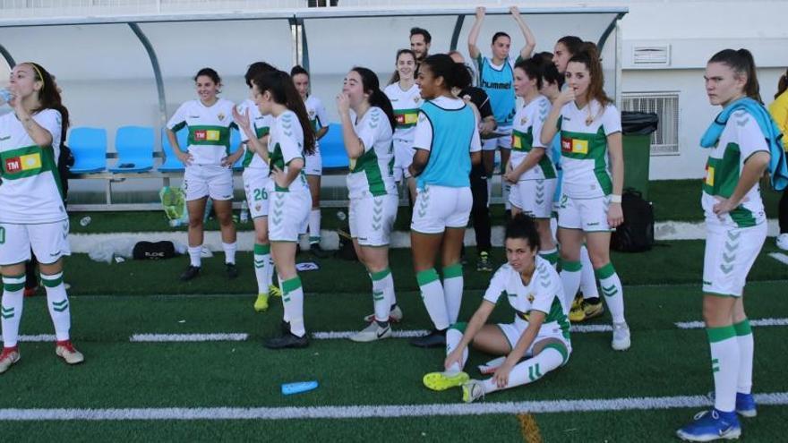Los futbolistas del Elche saldrán en Vallecas con los nombres de las jugadoras del equipo femenino