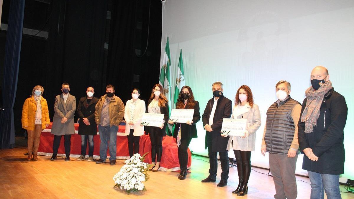 Hinojosa del Duque entrega los premios a los trabajos de fin de grado o máster