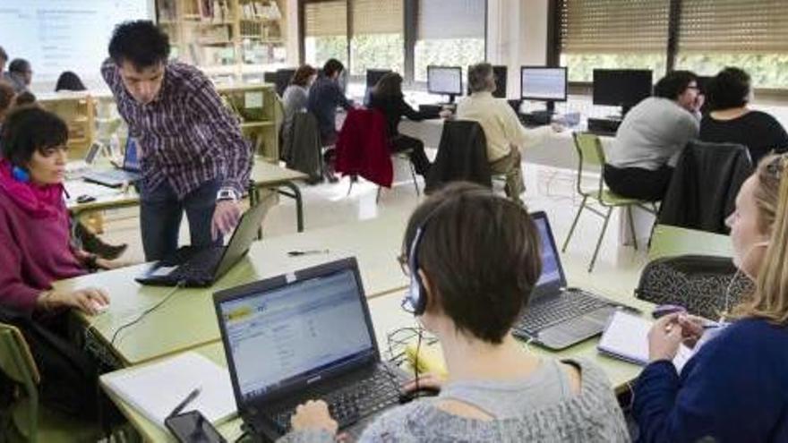 El Servef se alía con Microsoft y Oracle para colocar  a mil parados como programadores informáticos