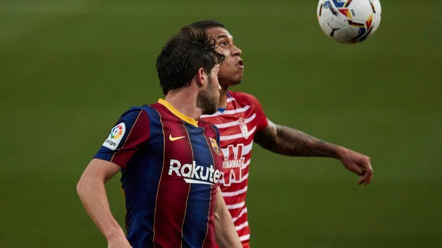 El Granada posa la Lliga potes enlaire i impedeix el lideratge del Barcelona