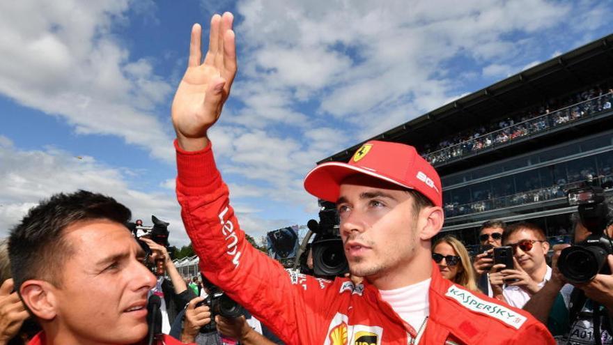 Leclerc firma su renovación con Ferrari hasta 2024