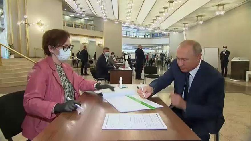 El 76,4% de los rusos da luz verde a la reforma constitucional de Putin