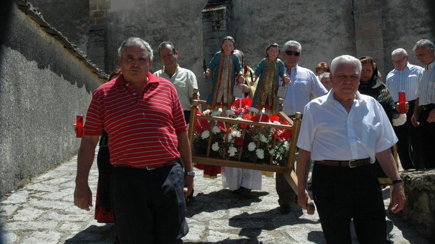 Cerezal honra a su patrón sin procesionar a las imágenes