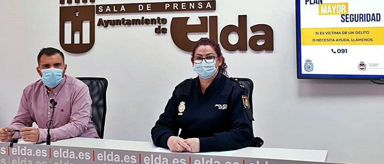 Javier Rivera y Estefanía Cantó presentando la campaña. | INFORMACIÓN