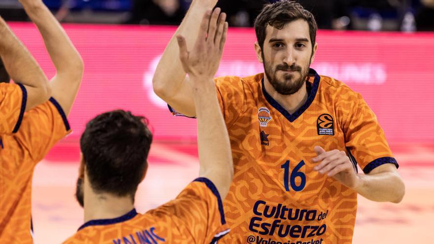 El Barça más coral bloquea al Valencia Basket