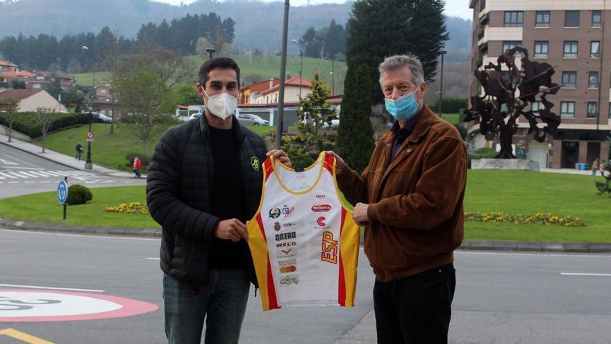 El palista Álvaro Fernández Fiuza donó al CODIS material y equipación con la que triunfó en el Sella