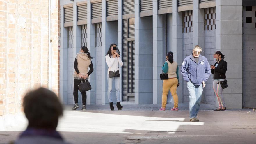 El TSJ insta a regular la prostitución tras cerrar un burdel ilegal en València
